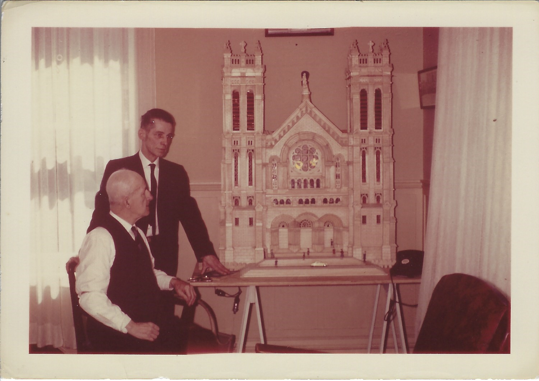maquette en bois de l'église St-Roch de Québec
