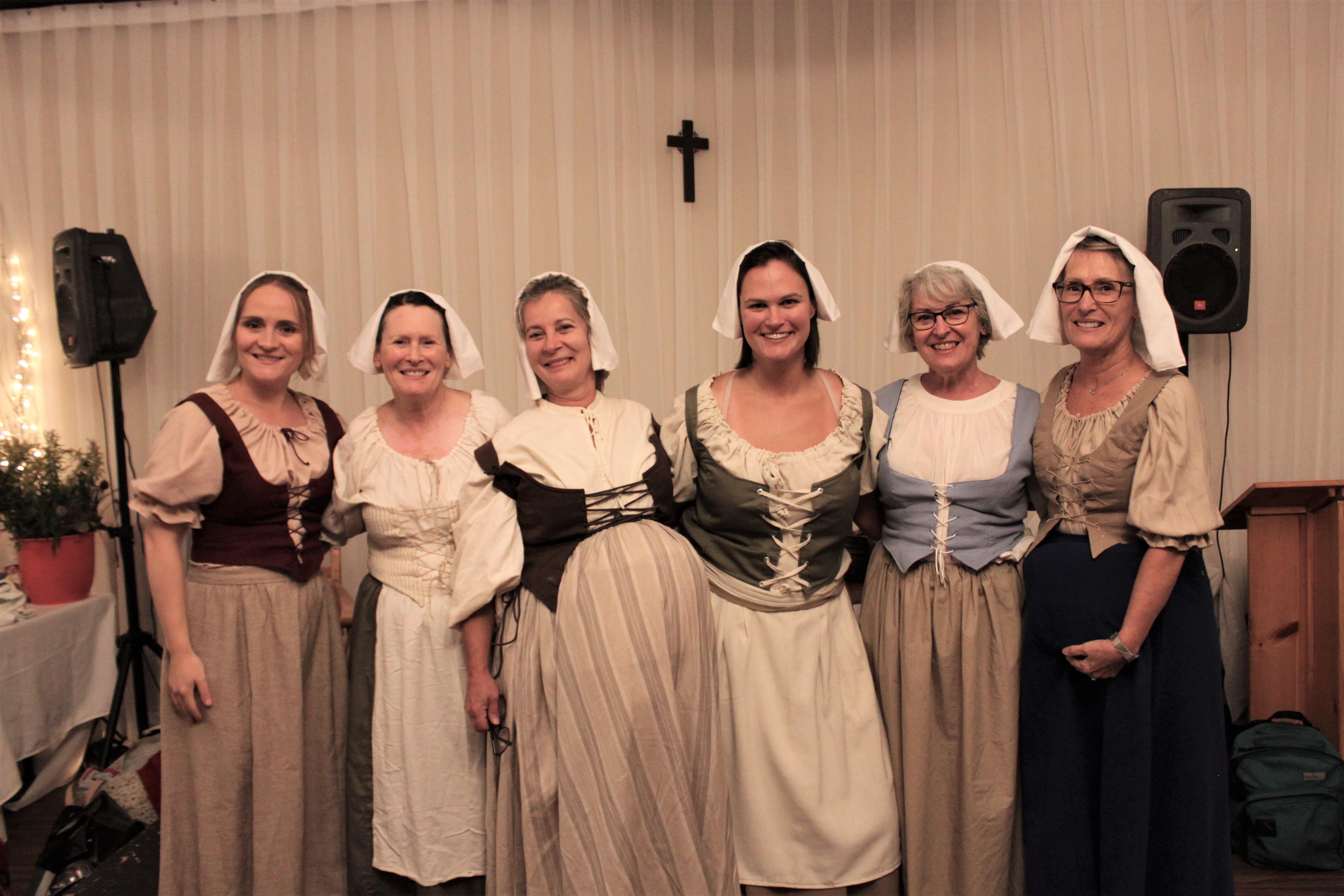 """Les actrices de la pièce """"Les Belles-soeurs Vézina, en 1680"""""""