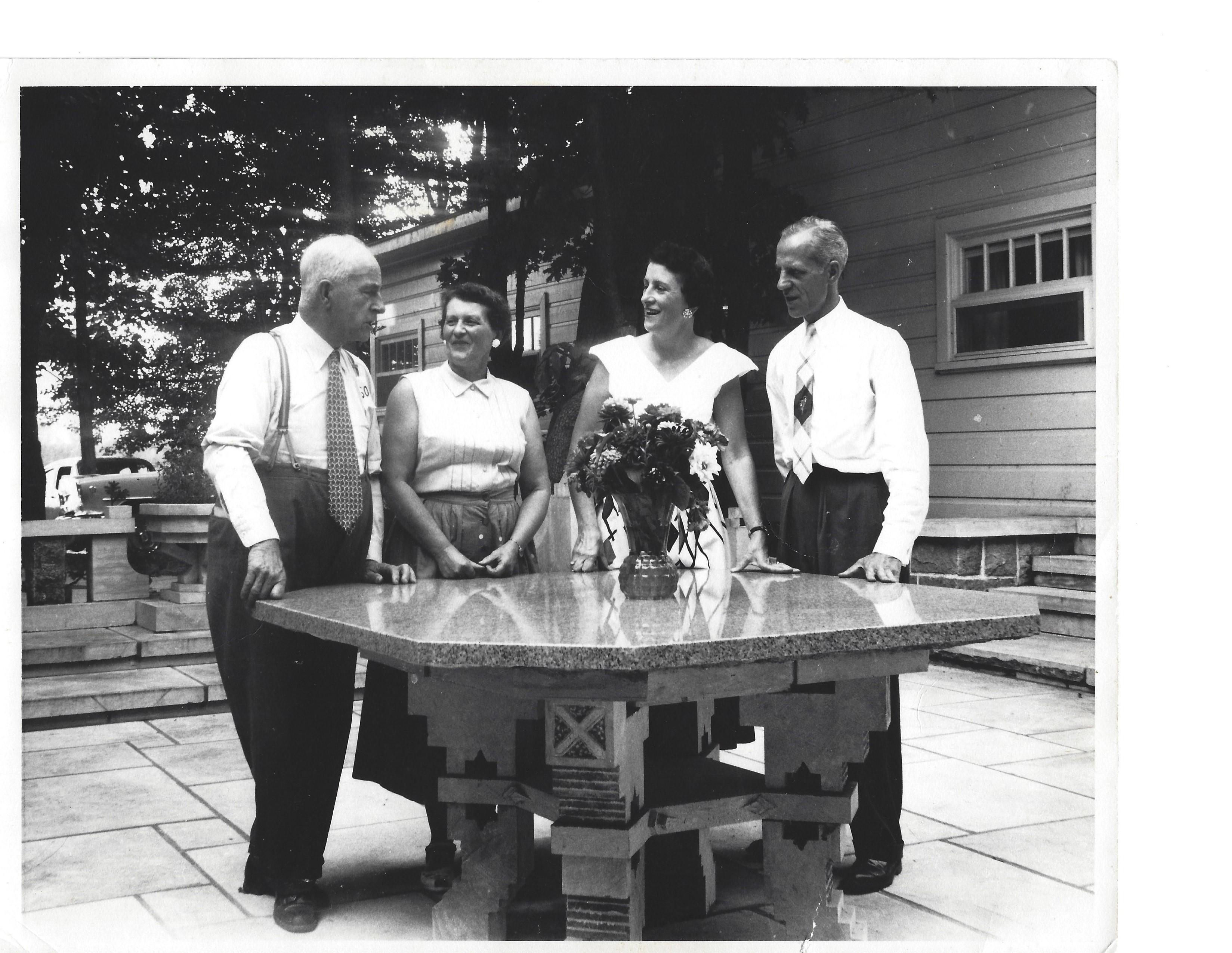 Adélard et son épouse Julienne Leduc, Agnès Vézina et Henri Dutrisac