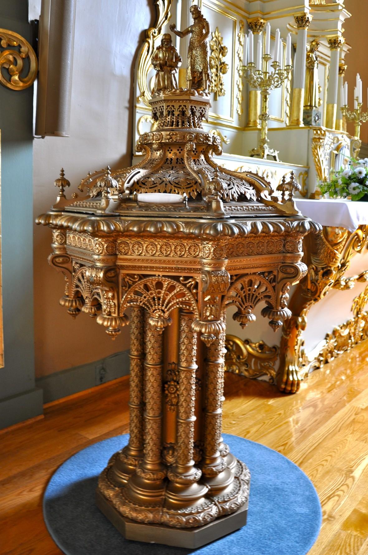 Fonds baptismaux église Ste-Famille