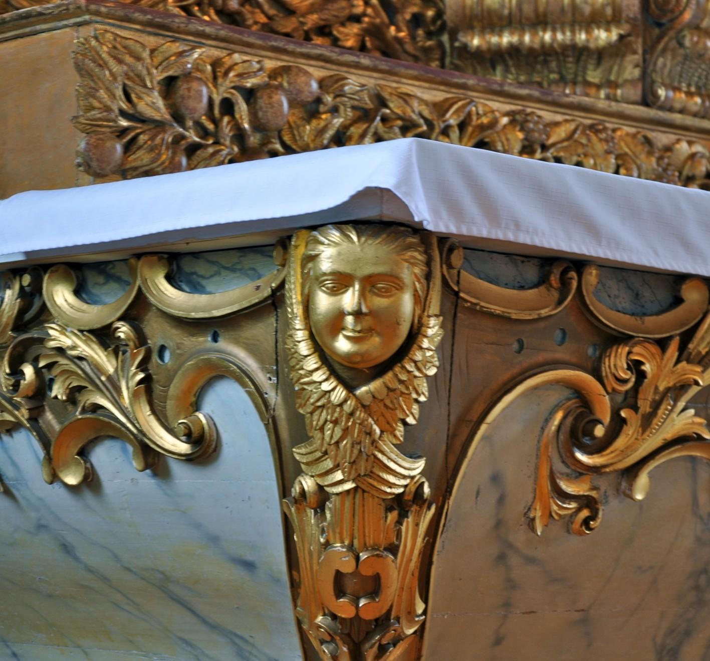 ornementation sous l'autel